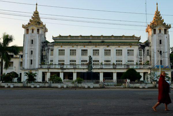 Rangoon train station, Burma. Photo Sam Greenwood, avec son aimable autorisation